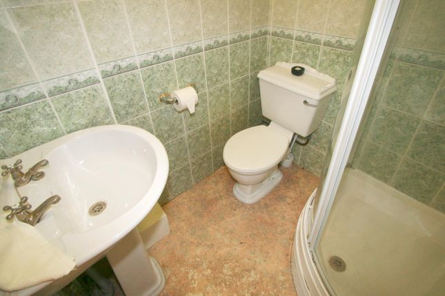 Bathroom of Flat 2, 252 Vinery Road, Burley LS4