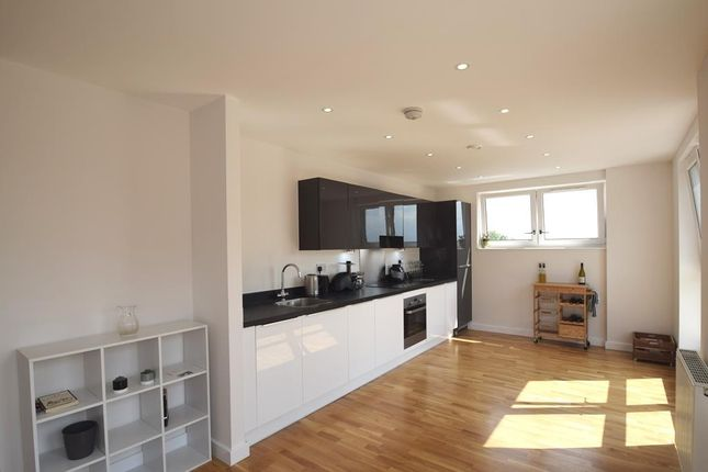 Thumbnail Flat to rent in Kew Apartments, Winter Green Boulevard, West Drayton