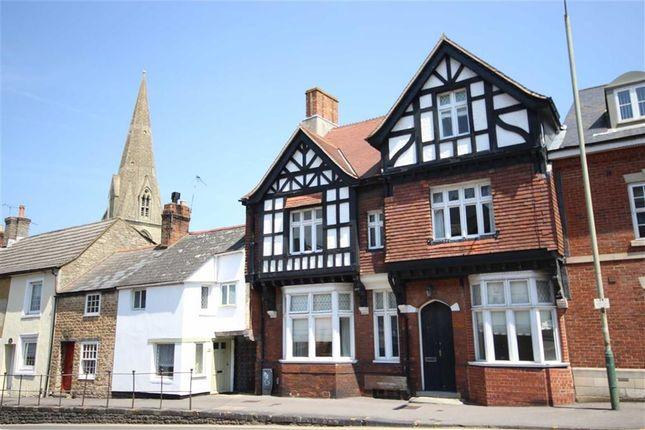 Thumbnail Flat to rent in Betjeman House, Swindon, Wiltshire