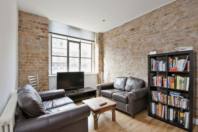 2 bed flat to rent in Saxon House, Thrawl Street, London