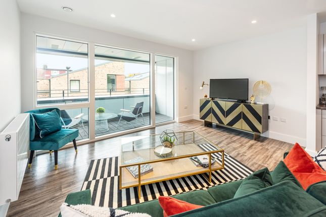 2 bed flat for sale in Whitebear Lane, Hounslow TW3