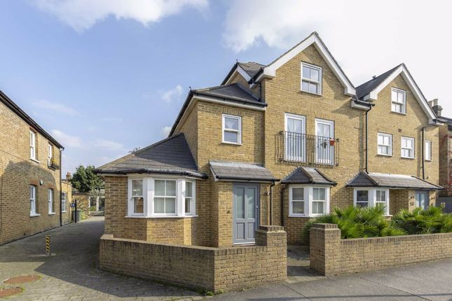 Thumbnail Flat to rent in Russell Road, London
