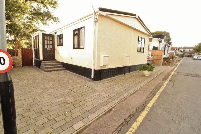 Thumbnail Mobile/park home for sale in Third Avenue, Kingsleigh Park Homes, Benfleet