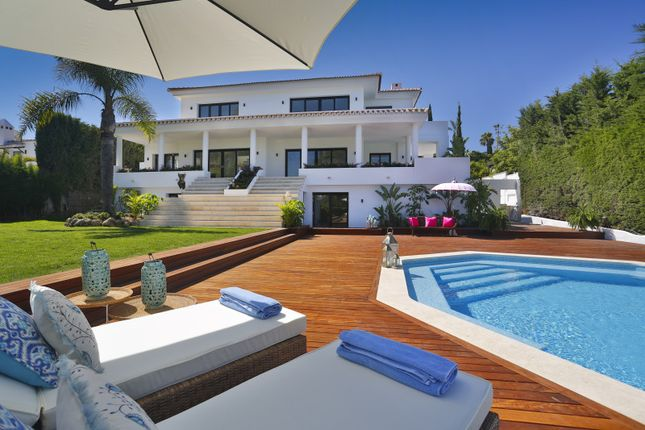 Thumbnail Villa for sale in Los Naranjos Golf, Nueva Andalucia, Malaga, Spain