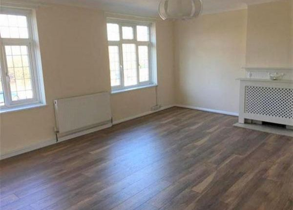 Thumbnail Flat to rent in Station Parade, Denham, Uxbridge