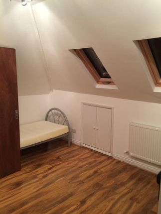 Lodge to rent in Mulberry Drive, Langley, Slough