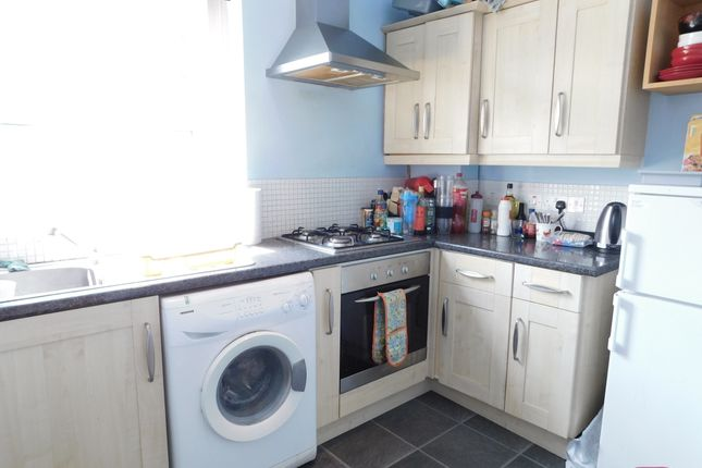 Thumbnail Flat to rent in Cobham Road, Norbiton, Kingston Upon Thames