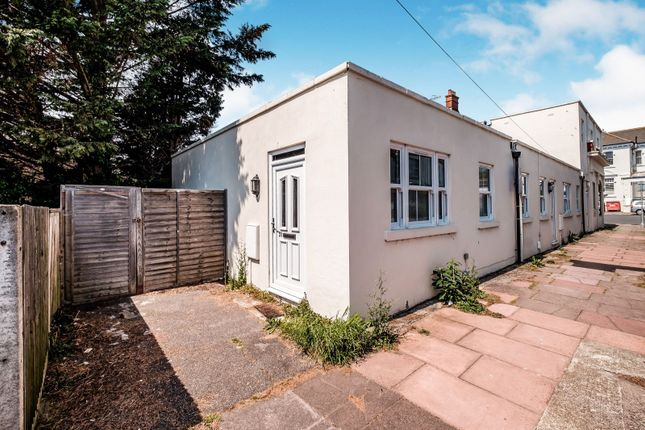 Flat to rent in Valencia Road, Worthing