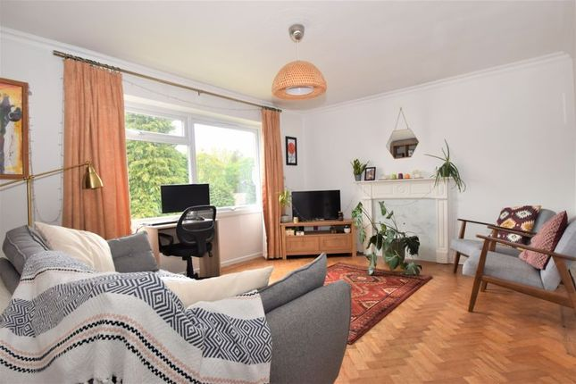 2 bed flat for sale in Rosemary Close, High Wycombe HP12