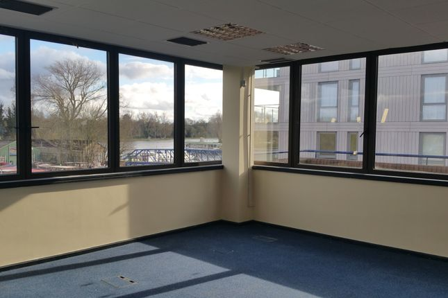 Office to let in High Street, Brentford
