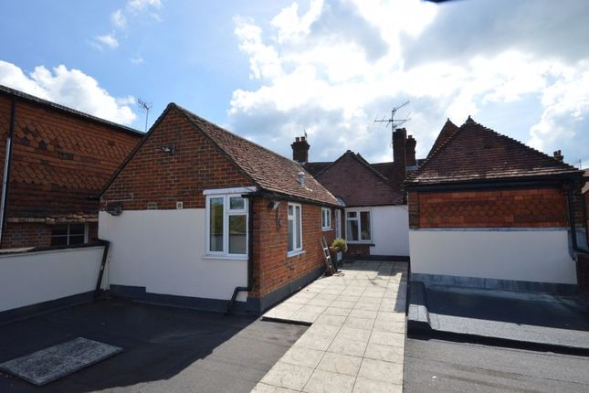 2 bed flat to rent in High Street, Haslemere GU27