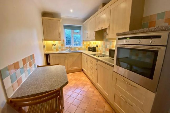 Thumbnail Room to rent in Penns Wood, Farnborough