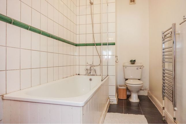Bathroom of 21 Chilswell Road, Oxford OX1