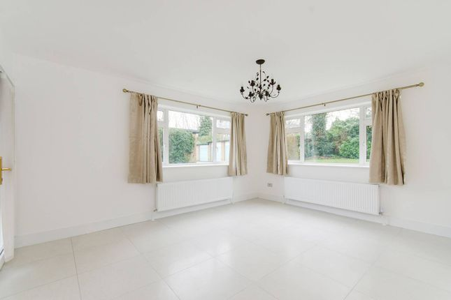 2 bed flat to rent in Sandy Lodge Way, Northwood