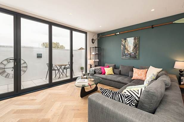 Flat for sale in St Stephen's Gardens, London