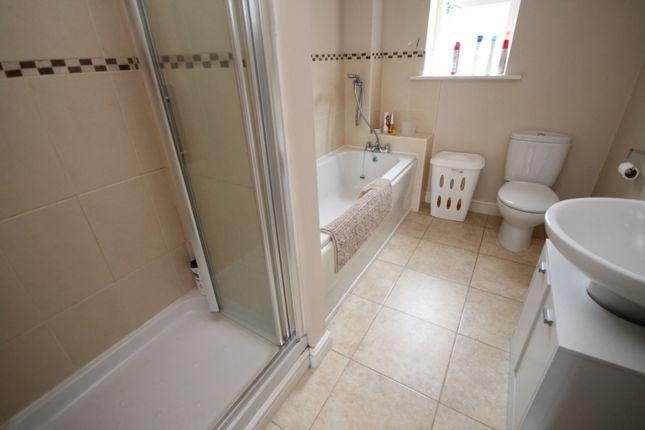 Bathroom of Jubilee Way, Todmorden OL14