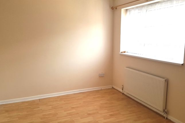 2 bed terraced house to rent in Longbanks, Harlow
