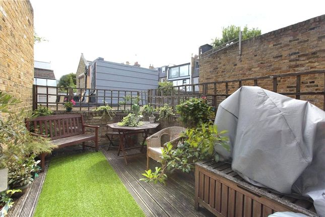 2 bed flat to rent in Northcote Road, Battersea, London SW11