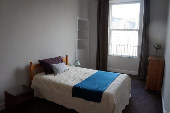 4 bed flat to rent in York Place, Edinburgh EH1 - Zoopla