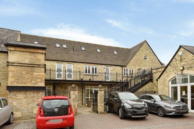 2 bed flat for sale in Bridge Street, Witney