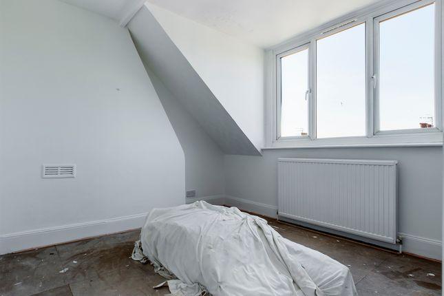 4 Bedroom Flat  of Warleigh Road, Brighton BN1