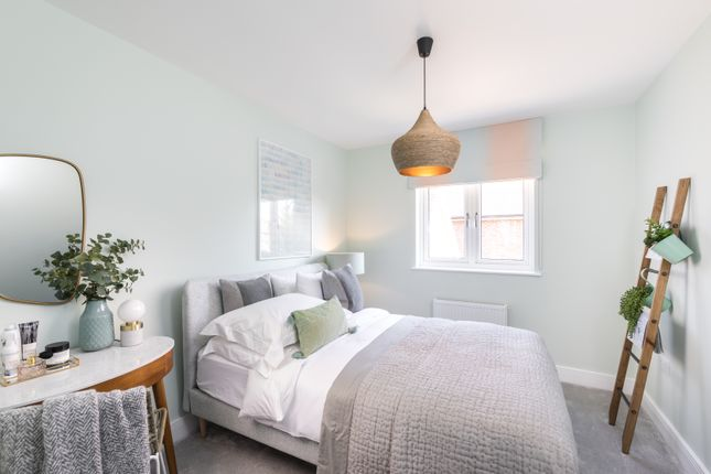 3 bedroom flat for sale in Reigate Road, Horley