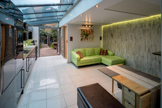 2 bed flat for sale in High Road, London