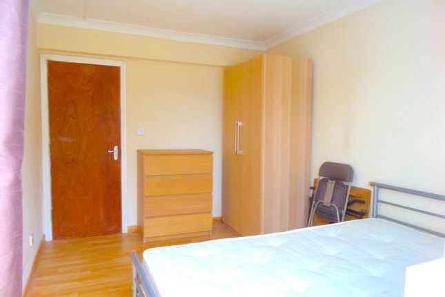 Thumbnail Room to rent in St Leonards, Heston, Middlesex
