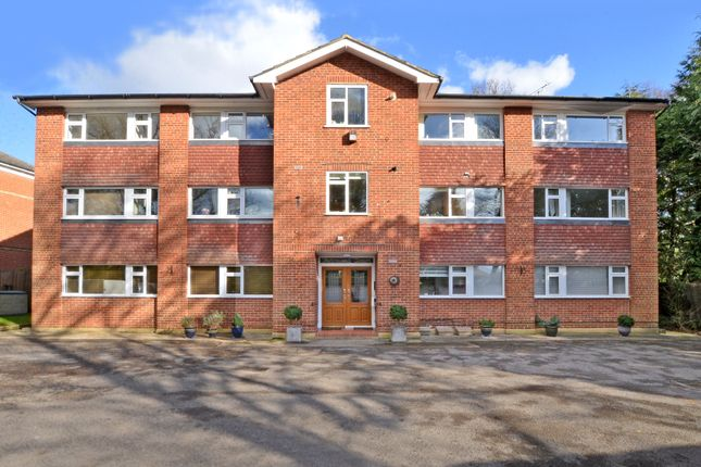 Thumbnail Flat to rent in Gordon Crescent, Camberley