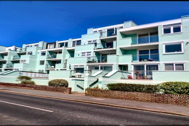 Flat to rent in Marine Parade West, Lee-On-The-Solent