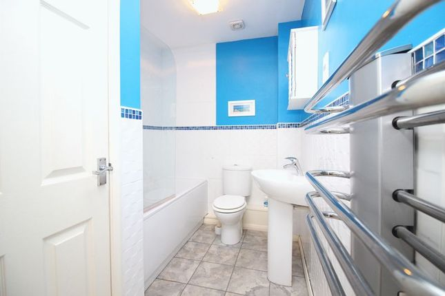 Thumbnail Flat for sale in Parkside Mews, Whitefield