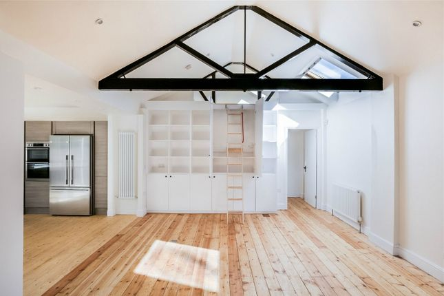 Thumbnail Detached house for sale in Highgate Hill, London