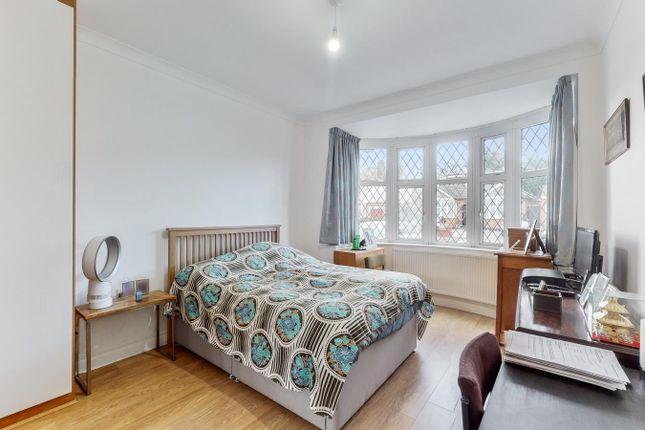 3 bed property for sale in Eversley Crescent, Ruislip Manor, Ruislip HA4