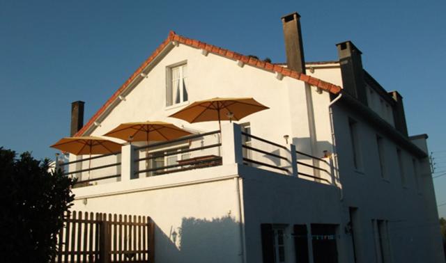 8 bed detached house for sale in Piegut Pluviers, Nontron, Dordogne, Aquitaine, France