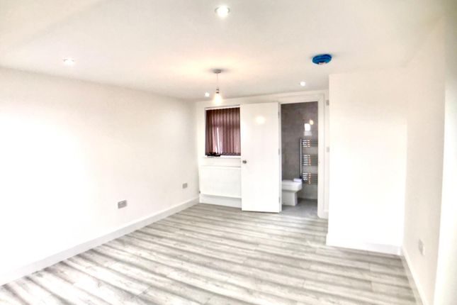 Thumbnail Flat to rent in Abbotts Road, Southall