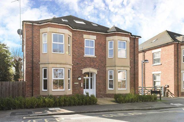 Thumbnail Flat to rent in Hawtrey Close, Slough