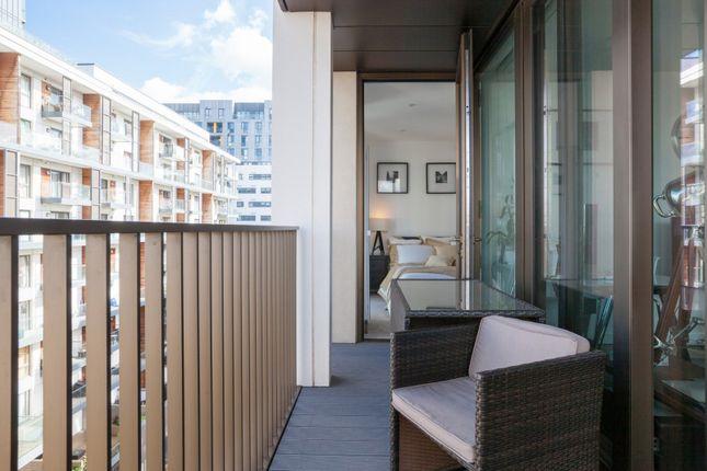Balcony of The Fulmar, Reminder Lane, Lower Riverside, Greenwich Peninsula SE10