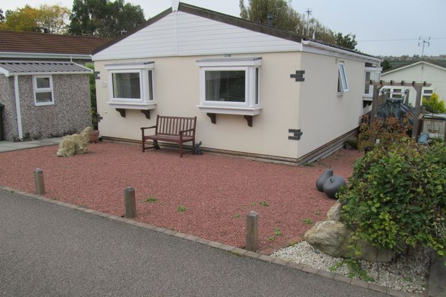 Thumbnail Mobile/park home for sale in Hartridge Farm Park (Ref 5735), Lower Raod, East Farleigh, Maidstone, Kent