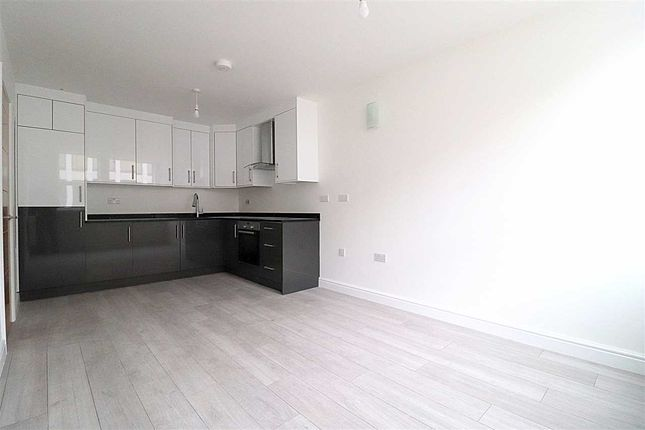 2 bed flat to rent in Bromham Road, Charter House. Flat 20, Bedford