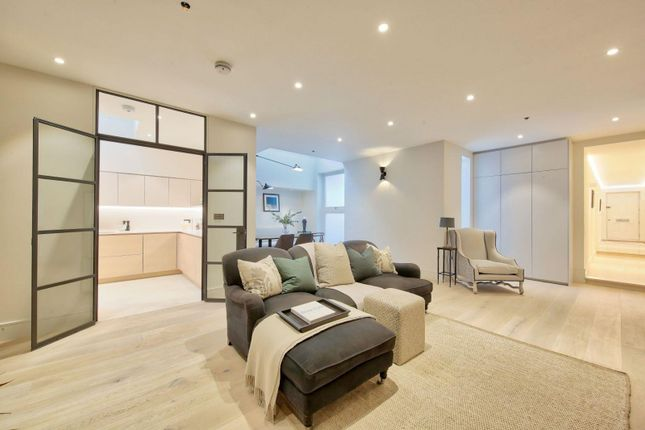 Thumbnail Maisonette to rent in Gunter Grove, London