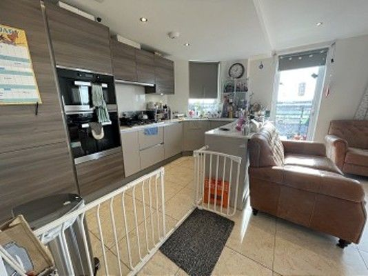 Flat to rent in Davis House Truro Place, Palmers Green
