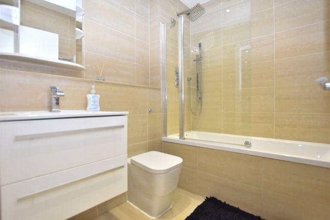 Bathroom of Beulah Court, 15-19 Albert Road, Horley, Surrey RH6