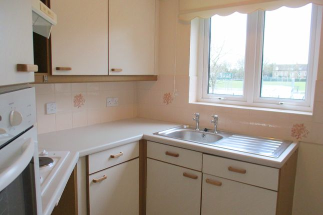 Thumbnail Flat to rent in Longleat Court, Park Road, Frome, Somerset