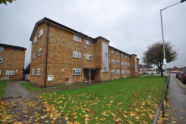 Thumbnail Flat to rent in Wood Lane, Hornchurch