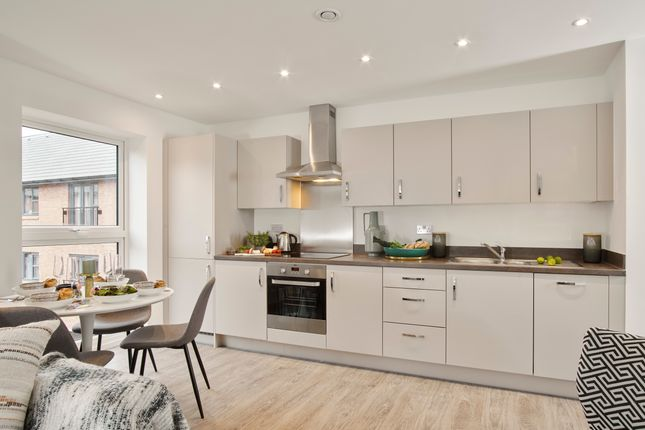 2 bed flat for sale in Station Road, Hook, Hampshire RG27