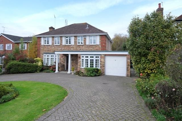 Thumbnail Detached house to rent in Heathside Road, Moor Park, Northwood