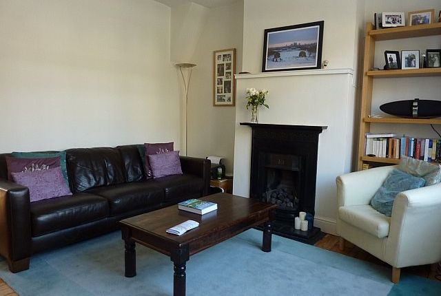 Thumbnail Property to rent in Roan Street, London