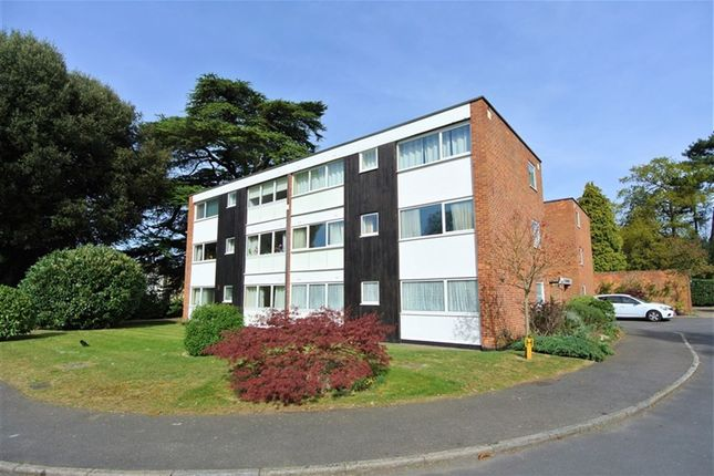 3 bed flat to rent in High Point, Weybridge