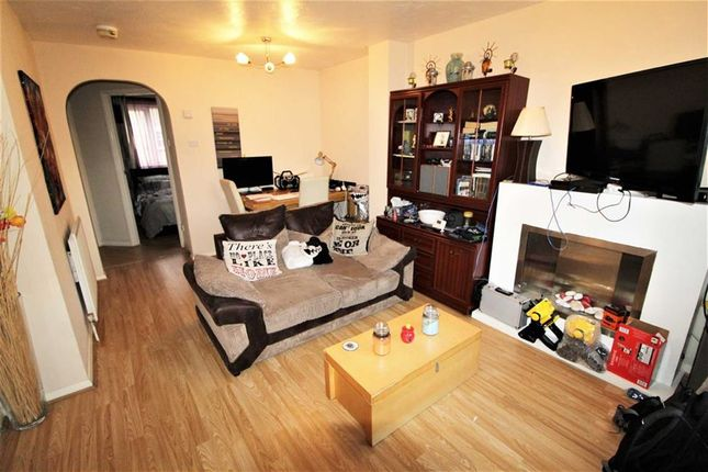 Thumbnail Maisonette to rent in Manor Court, Cippenham, Slough