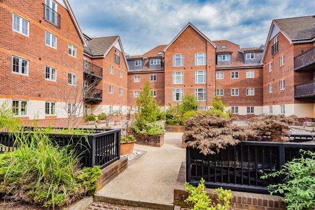 Thumbnail Flat to rent in Dorchester Court, London Road, Camberley
